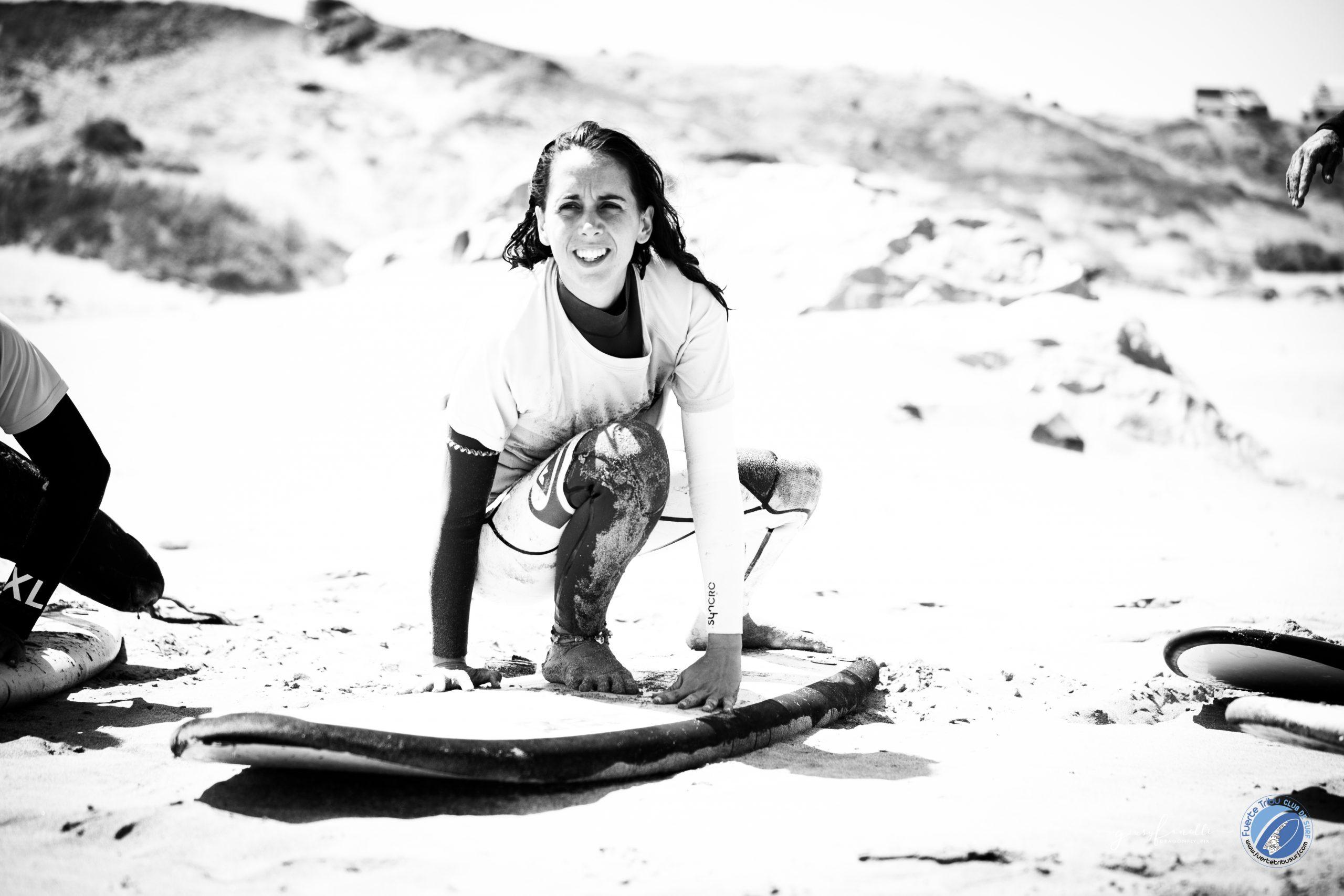 puesta en pie en la tabla de surf